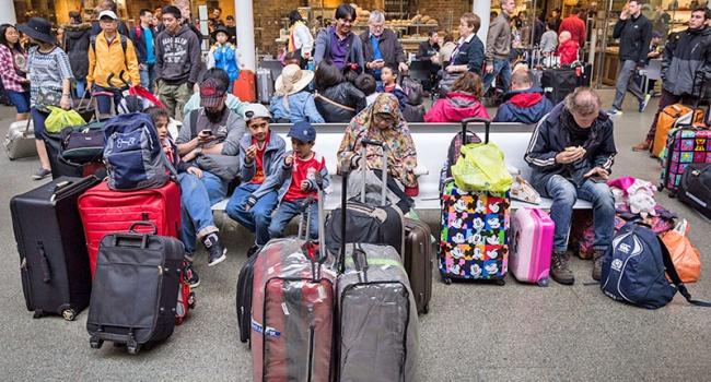 Втечении следующего года в EC прибыли около 350 000 мигрантов без документов