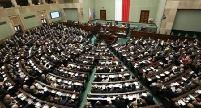 Впарламенте Польши прошли переговоры с корреспондентами после акции протеста