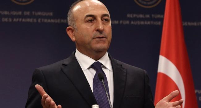 Руководитель МИД Турции обвинил проповедника Гюлена вубийстве послаРФ