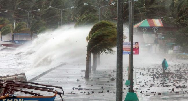 Кпобережью Филиппин приближается мощнейший тайфун «Нок-Тен»