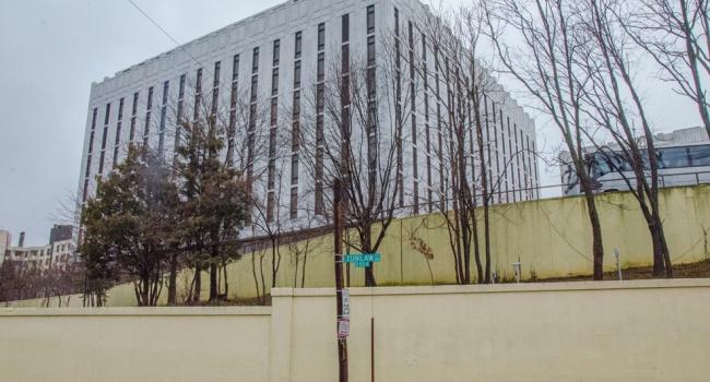 Самолет свысланными изсоедененных штатов дипломатами приземлился в российской столице