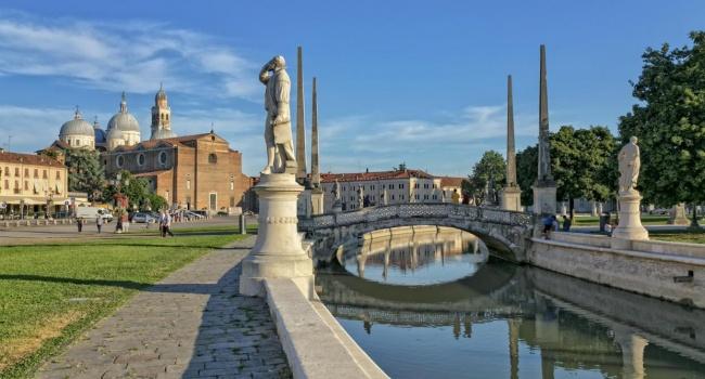 Скандал в Италии: католический священник обвинен в сутенерстве и хранении порнографии