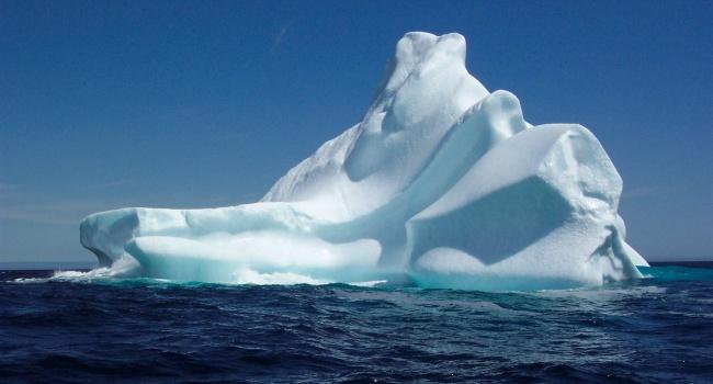 ОтАнтарктиды откалывается один изкрупнейших айсбергов вмире
