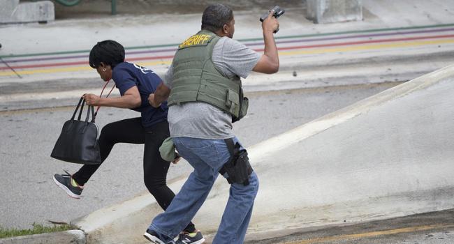 Ваэропорту Флориды мужчина открыл стрельбу— есть жертвы