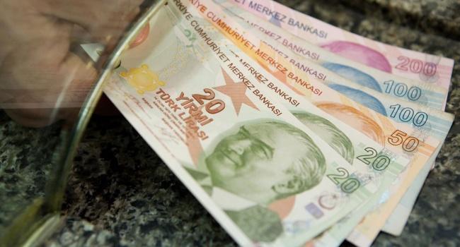 Худшей валютой сначала 2017-ого года стала турецкая лира
