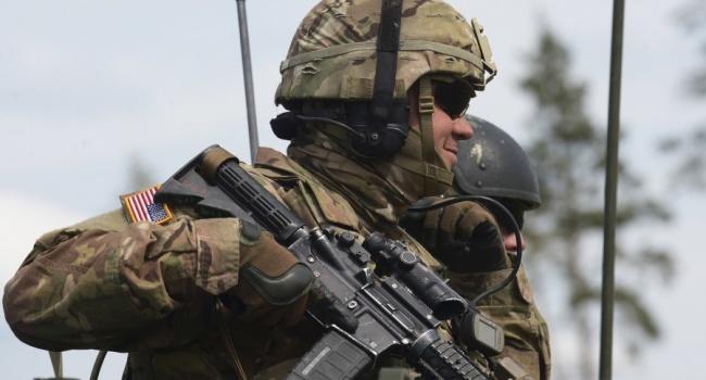 Премьер Польши приветствовала военных «сильнейшей армии мира»