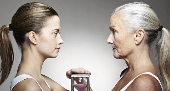 Ученые назвали причину раннего старения женщин