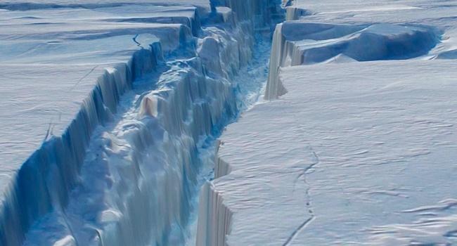 Ученые сняли навидео трещину вАнтарктиде длиной в40км