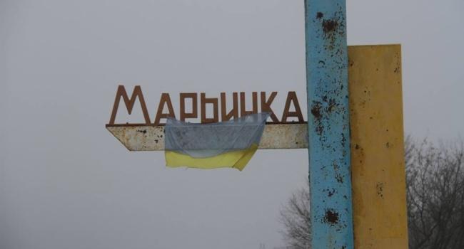 Боевики обстреливают Марьинку, пламенеют дома