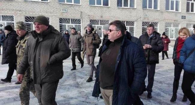 Руководитель МИД Литвы приехал вАвдеевку, чтобы увидеть последствия обстрелов
