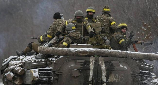 Руководитель Генштаба Украины: ВСУ отвели тяжелые вооружения слинии разграничения вДонбассе