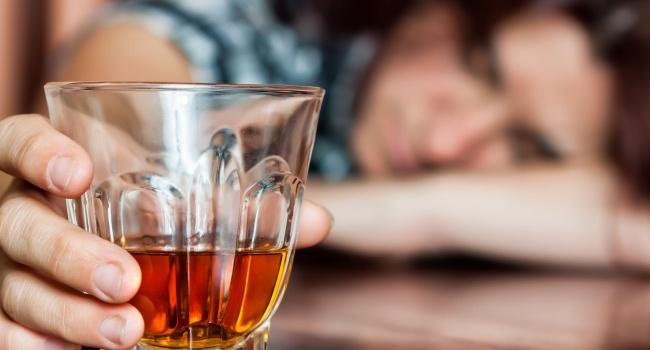 Мед. сотрудники изСоединенных Штатов узнали последствия злоупотребления спиртом
