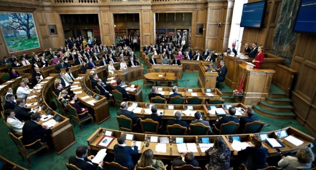 ВДании народные избранники хотят забрать часть территории Германии