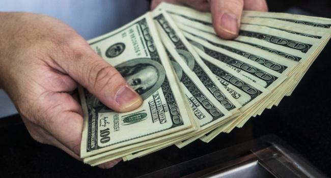 НБУ позволил физлицам размещать зарубежную выручку наиностранных счетах без особой лицензии