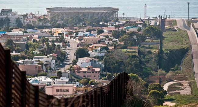 В США почалися пошуки компанії для будівництва стіни з Мексикою