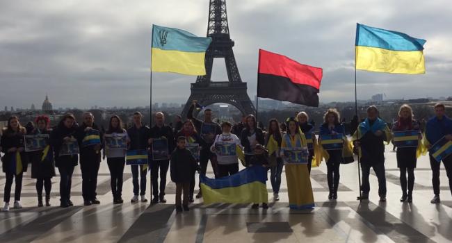 Акция «Крым— это Украина» прошла встолице франции