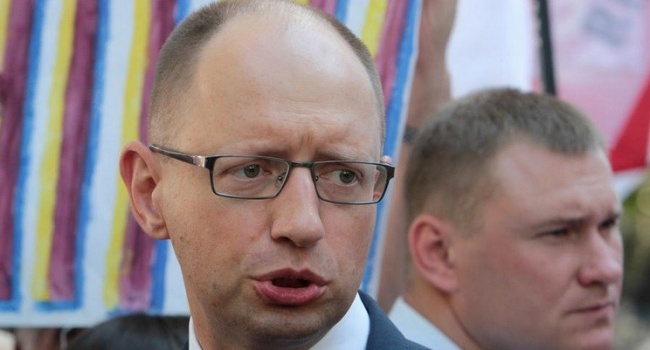 Кирилл Сазонов назвал имя заказчика новой информатаки на Яценюка