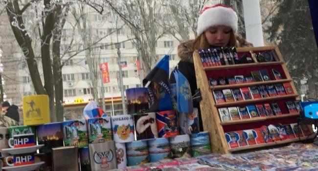 Журналист: в Донецке триколоры и киоски с магнитиками с Путиным и с Захарченко на каждом углу