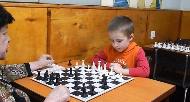 Взрослая игра: 6-летний шахматист стал чемпионом Харькова и области