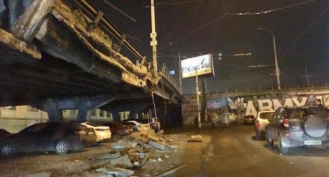 Появились первые снимки Шулявского моста после обрушения