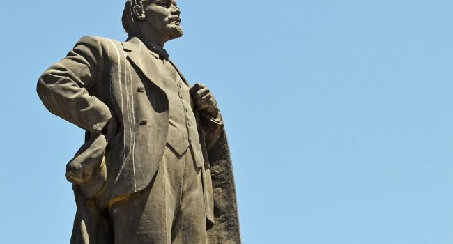 Вслед заизваянием НиколаяII замироточил монумент Ленину