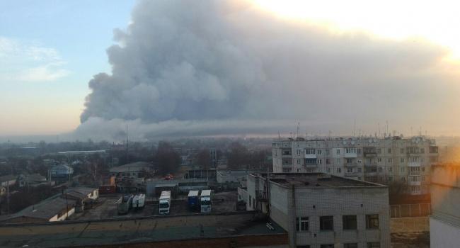 Наскладе боеприпасов под Харьковом продолжаются одиночные взрывы