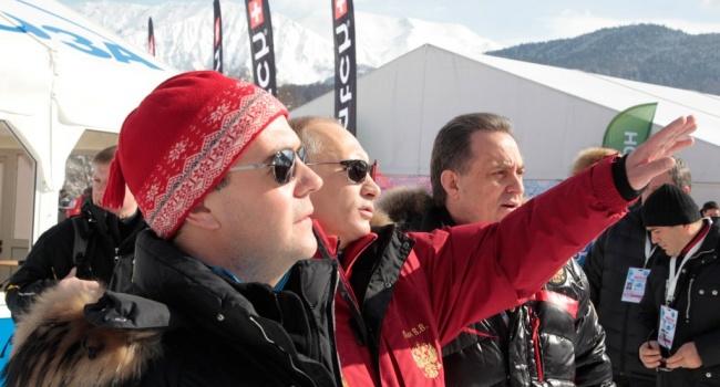 «Вы там митингуйте без меня»: Медведев катался на лыжах, когда митингующих в РФ задерживали