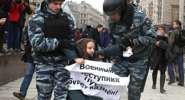 Журналист: надежды на революцию в России действительно мало, на дворцовый переворот – больше