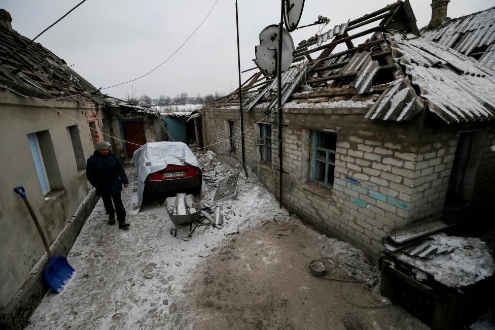В итоге обстрела Авдеевки разрушен дом - милиция