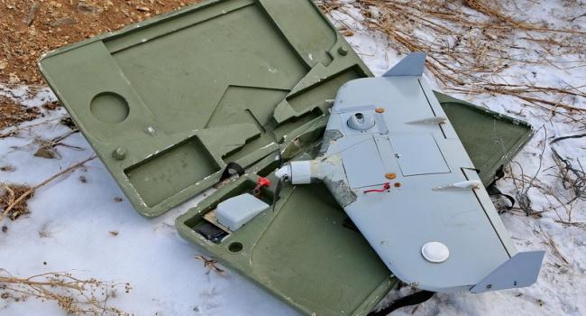 """В зоні АТО солдати знайшли безпілотник з маркуванням """"ФСБ"""" (ВІДЕО)"""