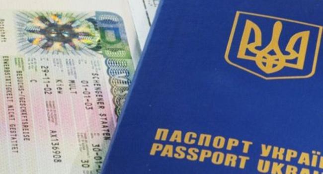 Украинцы кинулись оформлять загранпаспорта после решения о безвизе