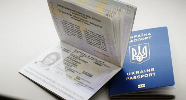 ВУкраине оформлено 3,2 млн биометрических загранпаспортов,— Соколюк