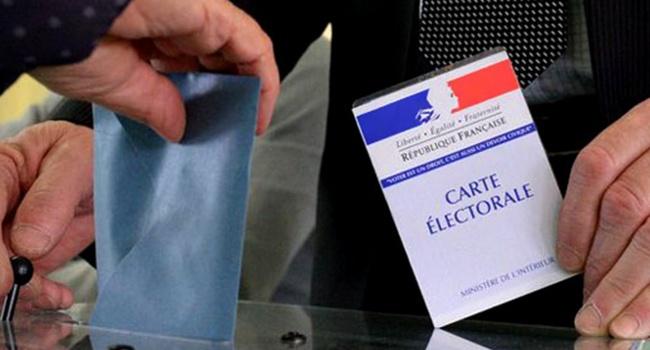 ВоФранции проходит 1-ый тур президентских выборов