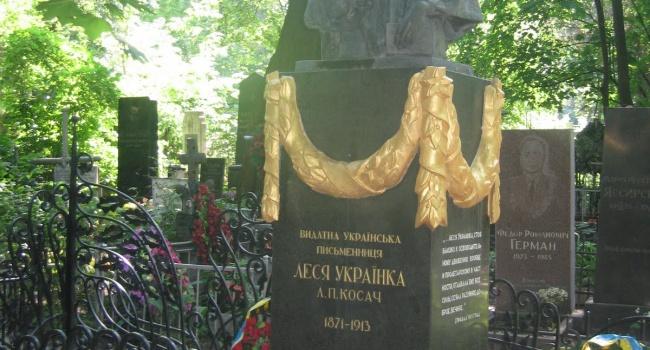 ВКиеве вандалы раскурочили иобокрали могилу Леси Украинки