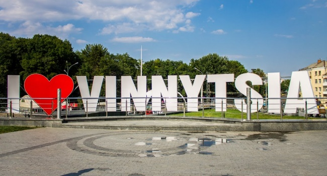 Националисты напали на пенсионеров в Виннице во время митинга