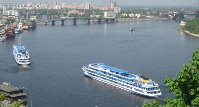 У Києві в тестовому режимі запустили Дніпром річковий трамвай