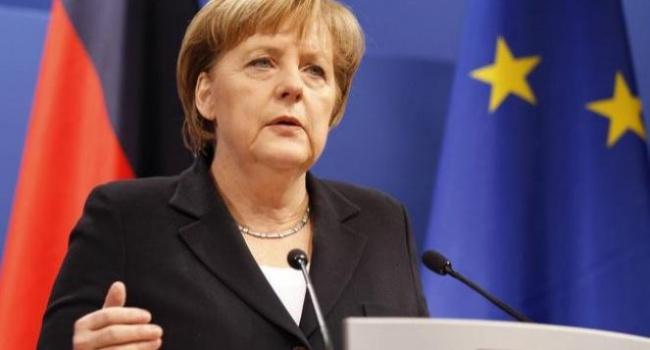 НАТО должно ввести двойную стратегию по отношению к России, - Меркель