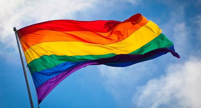 Жителі Запоріжжя провели ЛГБТ-флешмоб, який не минув без сутичок