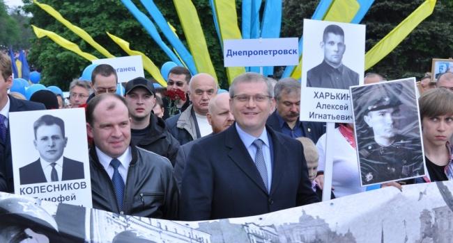 Журналистка: фото Вилкула с улыбкой Джоконды и разбитые головы бойцов АТО – это маркер