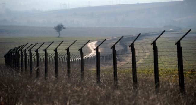 Прикордонники: НаХарківщині завершили будівництво стіни накордоні зРосією