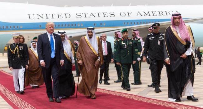 Монарх Саудовской Аравии наградил Трампа золотой наградой