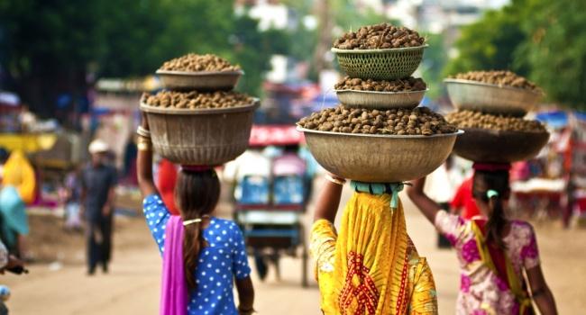 Более населенной страной мира стала Индия
