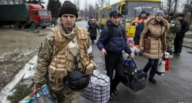 Волонтер переселенцам: хватит уже ныть, что вас притесняют, ведь вся страна вам помогает