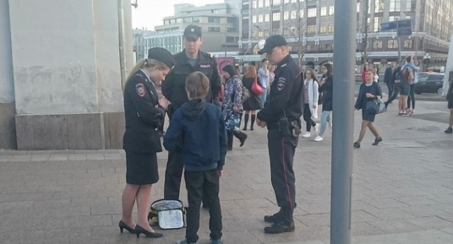 Политолог: инцидентом с читающим мальчиком российская полиция доказала, что быть полицейским в Москве очень прибыльно