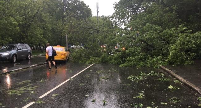 Почти апокалипсис: на Москву налетел страшный ураган, не исключаются жертвы