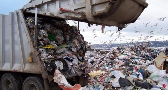 Поліція Чернігівщини виявила п'ять вантажівок зльвівським сміттям