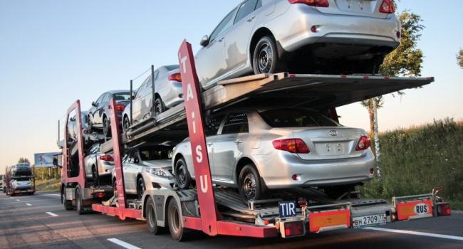 Блогер: правительство хочет загнать водителей в кабинеты чиновников, либо заставить «платить по полной»
