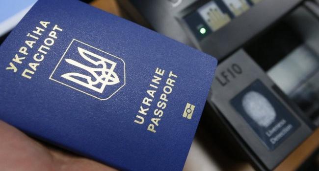 У Криму посередники активно заробляють на оформленні біометричних паспортів