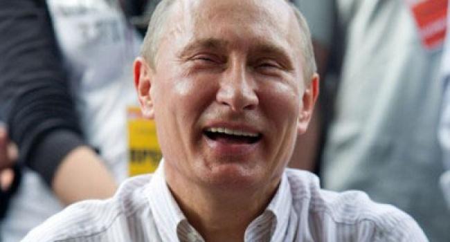 В России объяснили шутки Путина о геях