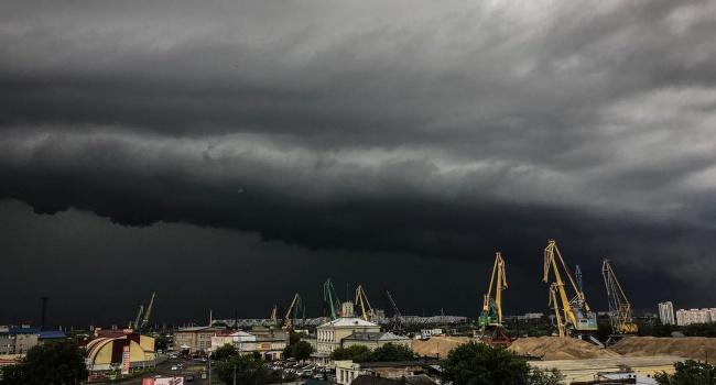 Размещено видео мощного торнадо вОмской области